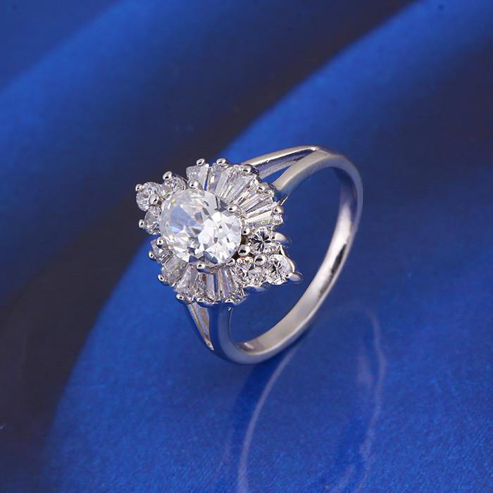 Кольцо с кристаллами Сваровски rs-103