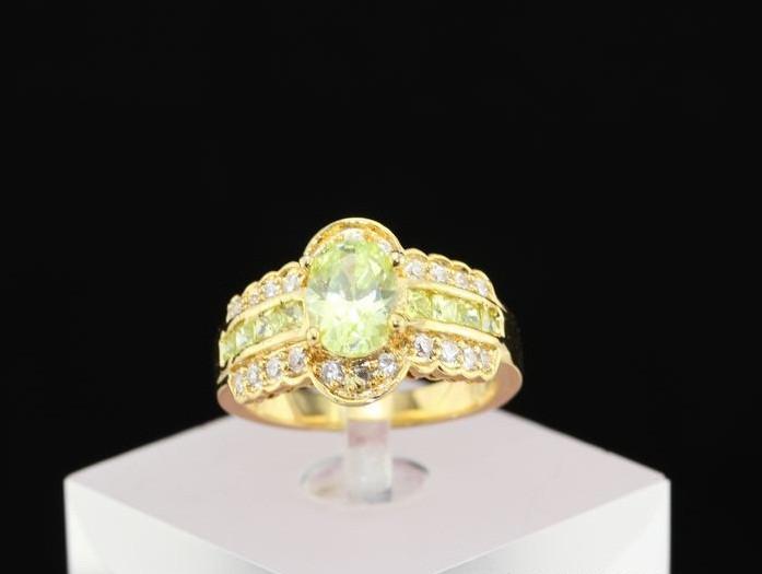 Кольцо с кристаллами Сваровски rs-118