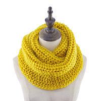 Стильный теплый вязанный женский шарф-хомут снуд желтого цвета