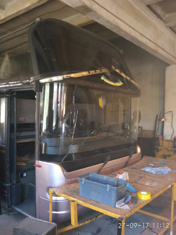 Замена лобового стекла Neoplan 116 4