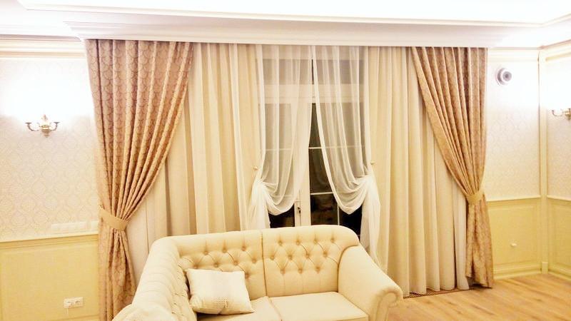 Светлый тюль на магнитных подхватах, функциональные и декоративные шторы на подхватах. Юровка