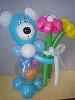 Композиція з кульок Ведмедик з букетом