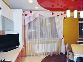 Оформление двухуровневой квартиры шторами