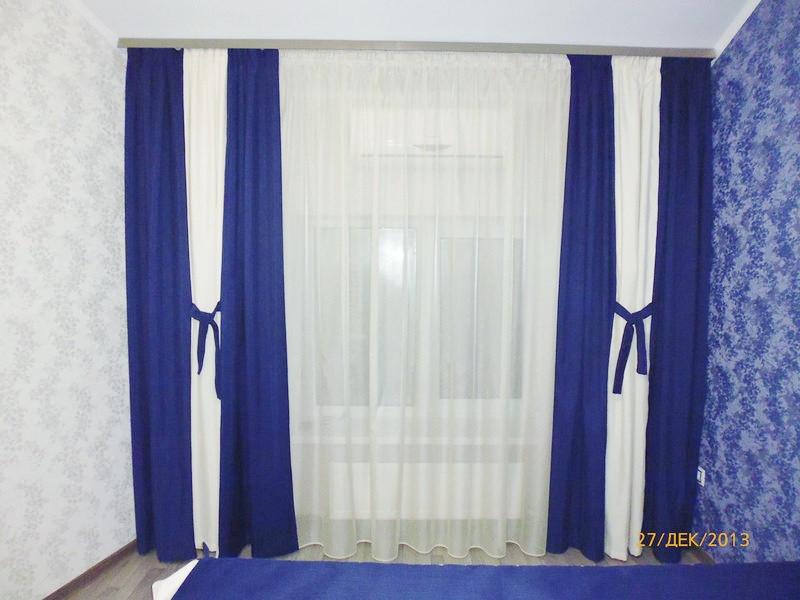 Синие и белые шторы с тюлей в спальню. Крюковщина