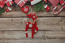 Новогодняя игрушка олень с снежинками