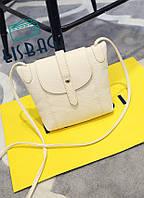 Женская маленькая белая сумка через плече