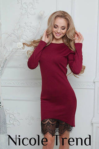 Женское платье с кружевом