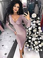 Облегающее платье с глубоким декольте