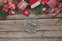 Новогоднее украшение снежинка сердцами с бантиком