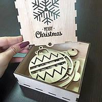 Новогодние игрушки из дерева в коробке