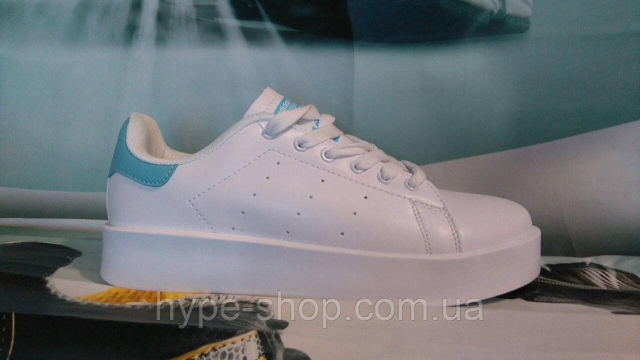 Кроссовки в стиле Adidas Stan Smith/женские/белые с голубым.