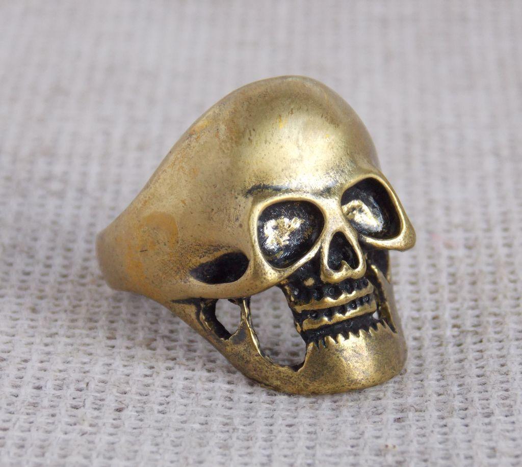 Перстень мужской латунный Череп 20 размера