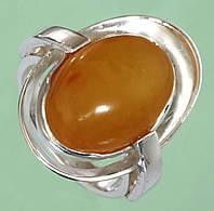 Срібний перстень з бурштином