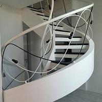 Винтовая бетонная лестница в частном доме