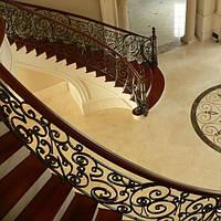 Монолитная лестница из бетона, двойная