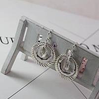 Модные женские серьги серебристого цвета
