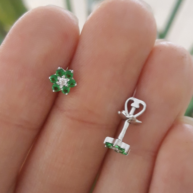 Серебряные детские серьги Цветочки Зеленые фото 1
