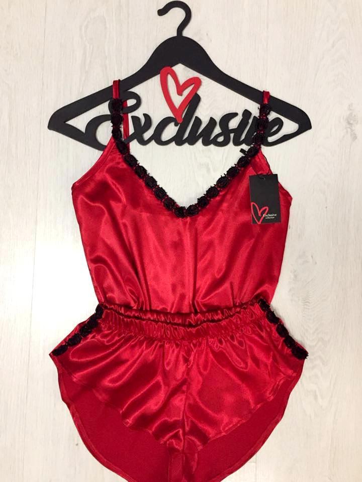 Красный эротический комплект майка и шорты с кружевом