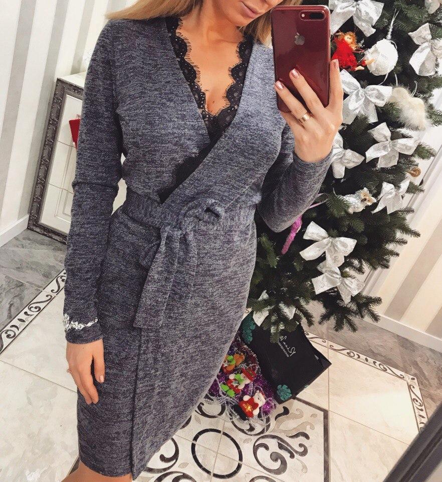 00c5fc62add Красивое женское платье на запах украшено кружевом   продажа