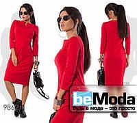 Роскошное женское платье офисного стиля оригинального фасона с привлекательным вырезом красное