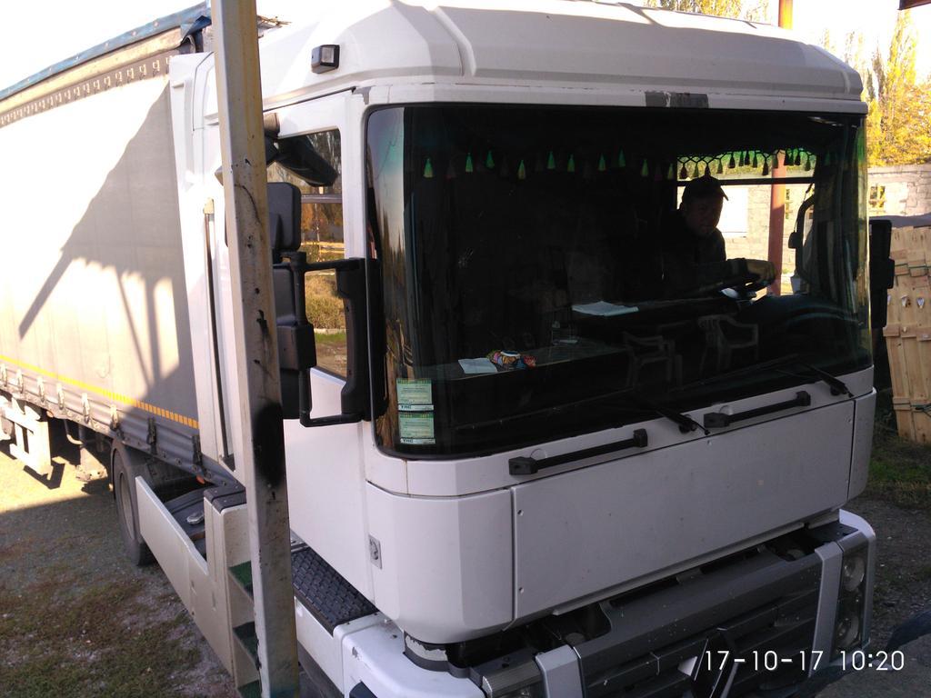 Изготовление и замена лобового стекла на Renaul Magnum в Никополе