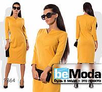 Роскошное женское платье офисного стиля оригинального фасона с привлекательным вырезом желтое