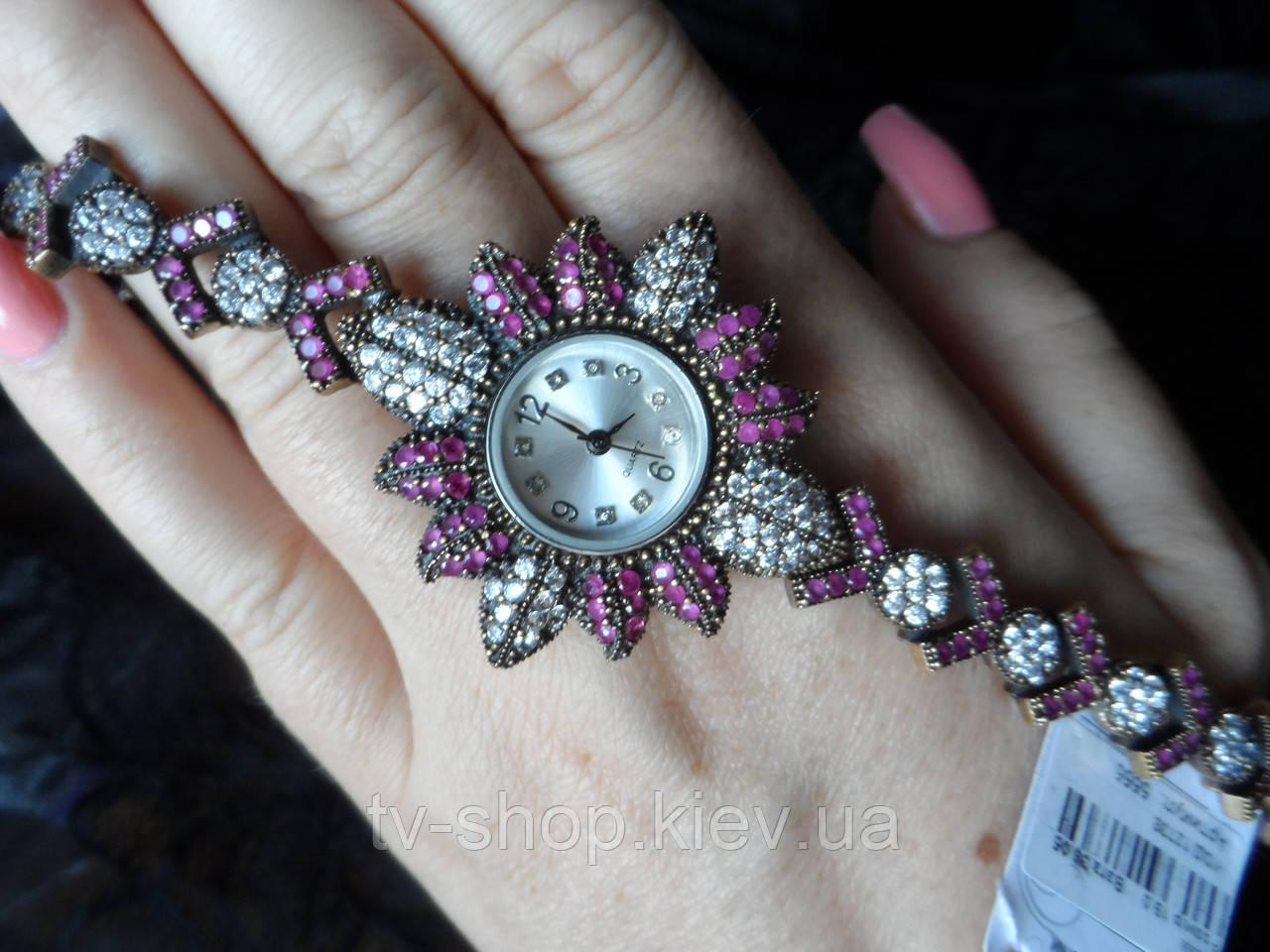 Часы из серебра с рубинами