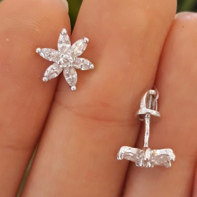 Серебряные детские серьги Цветочки белые фото 1
