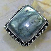 Красивое кольцо с камнем лабрадор в серебре.