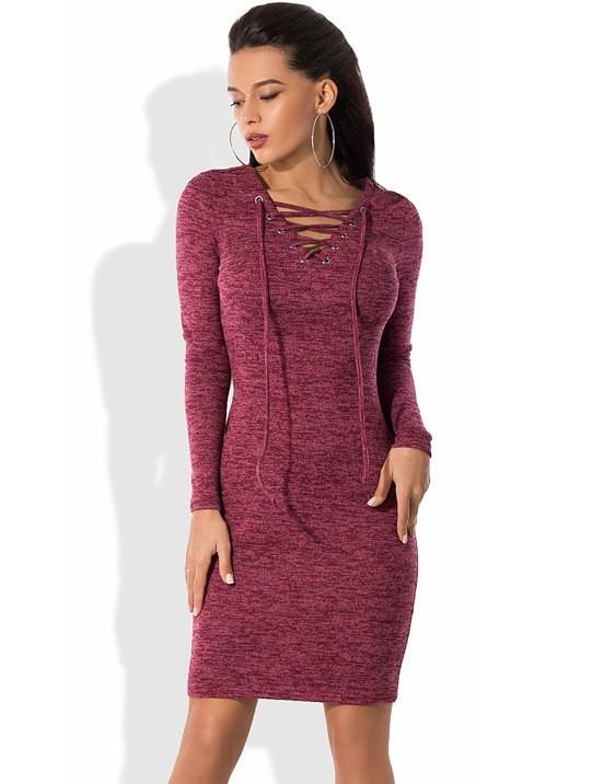 Бордовое платье из ангоры с V-вырезом на шнуровке