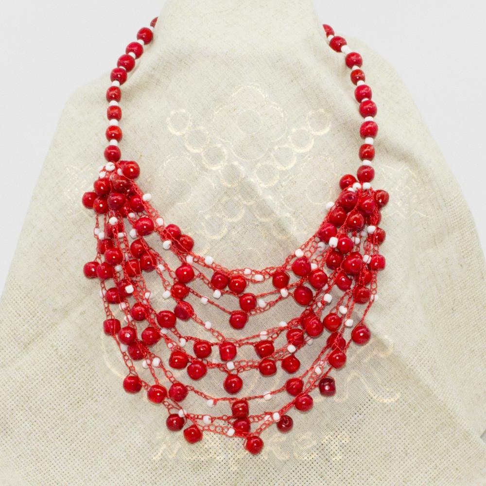 Красное ожерелье из дерева с бисером