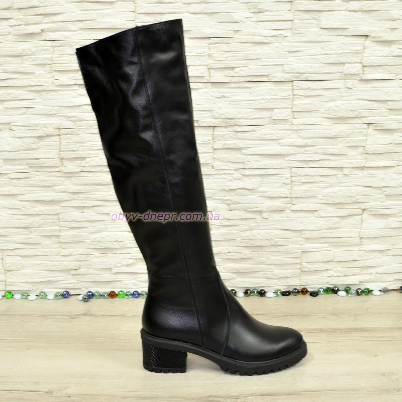 Ботфорты зимние кожаные женские на невысоком каблуке, цвет черный.