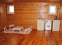 Деревянная кухонная тумба с нишей