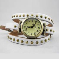 Часы-браслет на кожаном ремешке белые