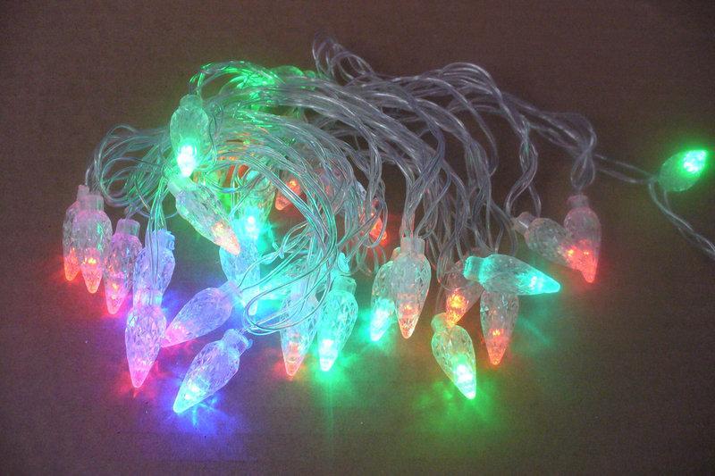 Новогодняя гирлянда на 30  лампочек , шишки , разноцветная