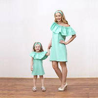 Платья мама-дочка из коттона с воланом на плечах
