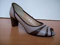 Туфли с натуральной кожи комбинация коричневого и бежевого цвета, невысокий каблук