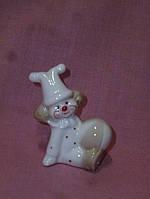 Клоун фарфоровый с мячиком статуэтка сувенир 6 см
