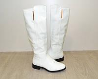 Модные белые демисезонные сапоги