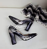 Жіночі сірі туфлі з пітона на товстому каблуці, фото 2