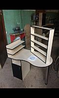 Маникюрный стол с вытяжкой в кремовом цвете однотумбовый с дверкой