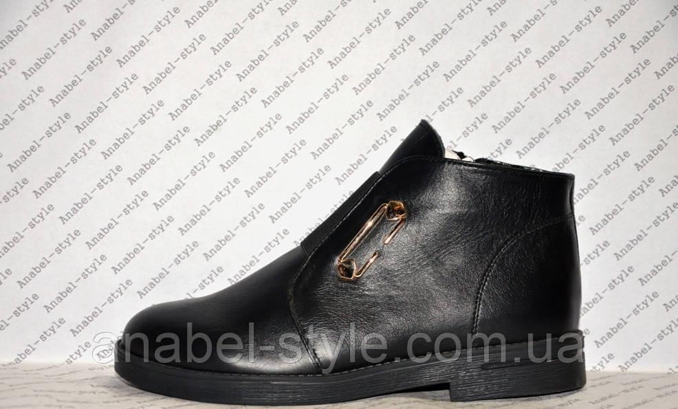 Ботинки зимние из натуральной кожи черного цвета на молнии код 1139
