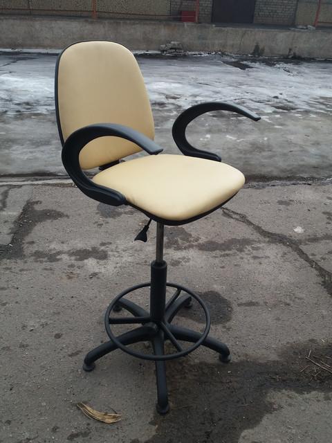 Кресла и стулья для парикмахерских б/у
