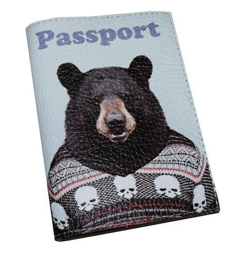 Кожаная обложка для паспорта Медведь в свиторе