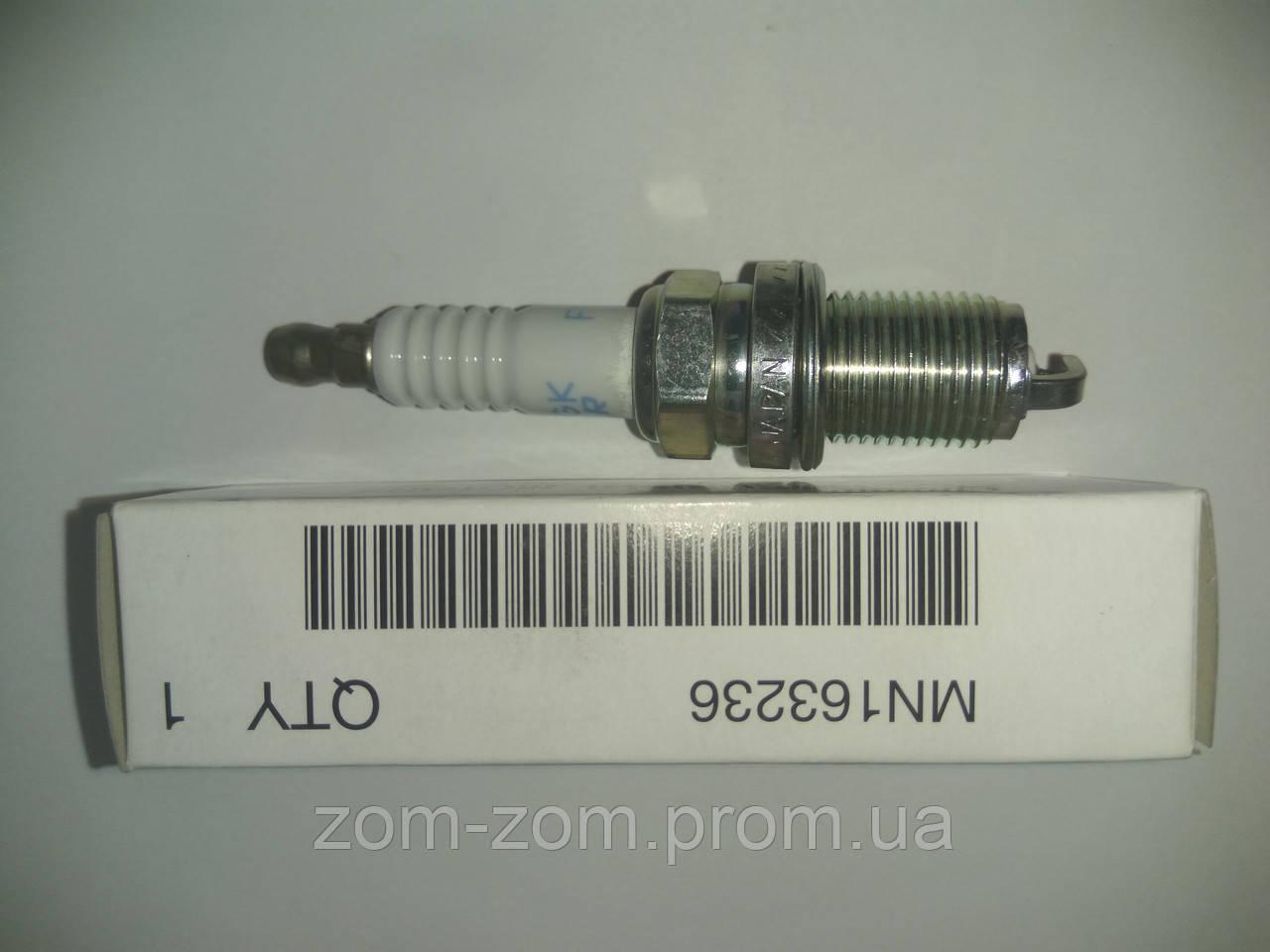 Свеча зажигания MN163236