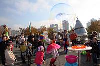 Шоу мыльных пузырей: клоуны