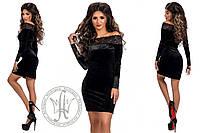 Соблазнительное бархатное платье мини с гипюровыми вставками