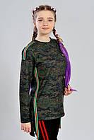 Модная асимметричная подростковая туника декорирована разноцветными полосками