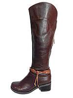 Коричневые демисезонные женские кожаные сапоги.
