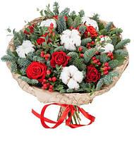 Букет с розами,хлопком и хвоей.